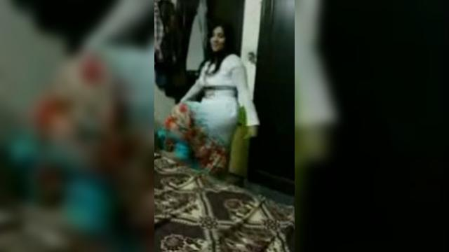[Pakistan 18+] Busty Hot Pakistani Housewife Private Mujra S